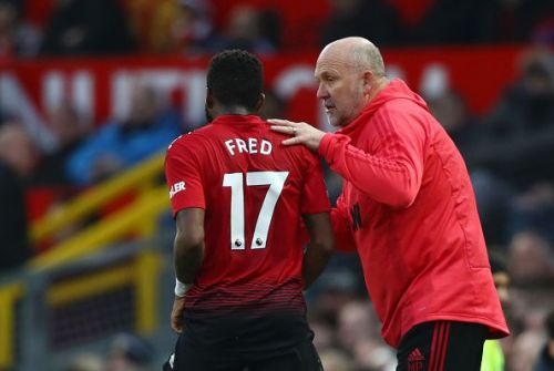 Manchester United's Fred (l)
