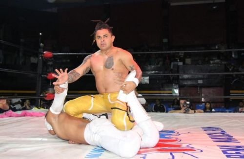Cerebro Negro successfully retained the IWRG Intercontinental Welterweight Championship in the main event.