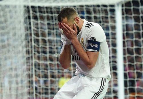 Karim Benzema is disbelief after a miss