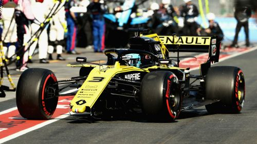 Daniel Ricciardo lost his front wing before reaching turn one in the Australian Grand Prix