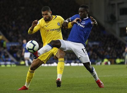 Gueye (right) dispossessing Chelsea's Ruben Loftus-Cheek