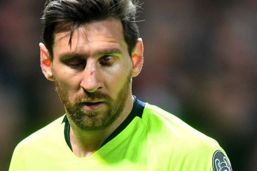 Chris Smalling's elbow left Messi bleeding from the eye and the nose at Old Trafford