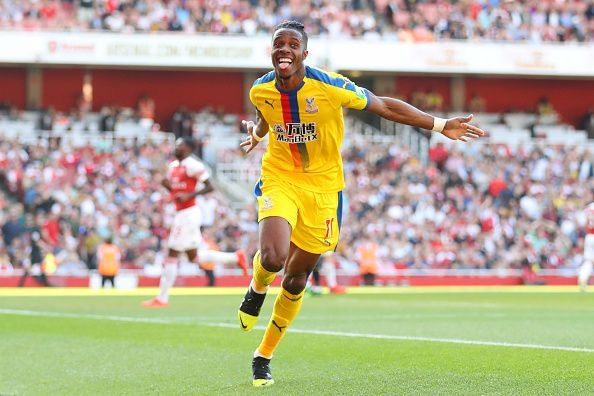Zaha races past Mustafi to slot home at the Emirates in GW35!