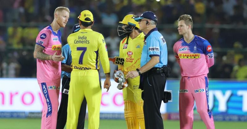 Dhoni and Umpire in heated conversation
