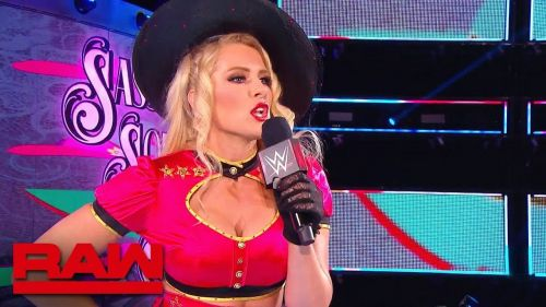 Lacey Evans just burnt Becky Lynch to a crisp on Twitter!