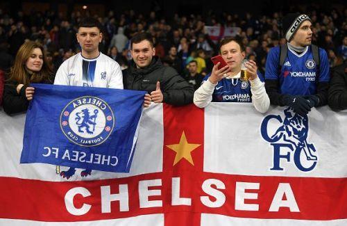 Chelsea fans want Sarri out