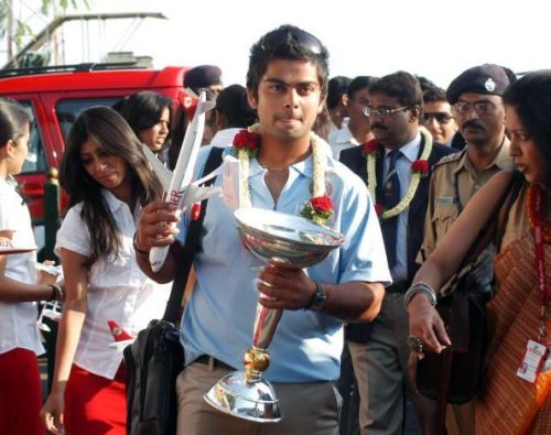 Kohli lands in India with the 2008 U-19 Trophy