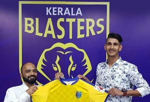 Image: Kerala Blasters CEO Viren D Silva handing over the jersey to Lovepreet Singh