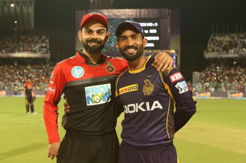 Virat Kohli (L) and Dinesh Karthik (picture courtesy: BCCI/iplt20.com)