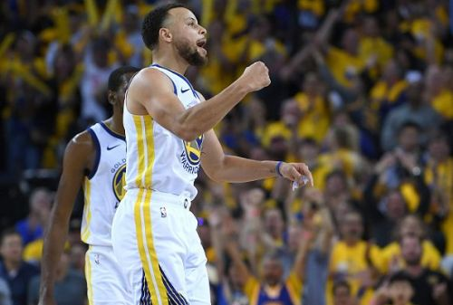 Steph Curry made a return to the court last night