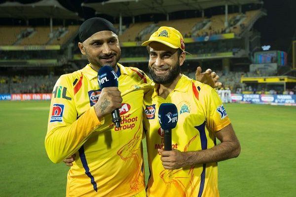 Harbhajan Singh and Imran Tahir (Image Courtesy: BCCI/IPLT20.COM)