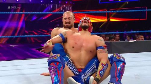 Oney Lorcan tried to break the spine of Kalisto