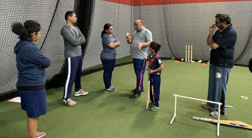 Kiruthika Subramanian - close look at Grip and variation, Mithila Moudgalya far left observing skill set