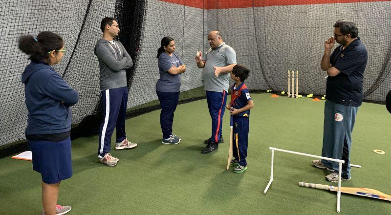 Kiruthika Subramanian - close look at Grip and variation, Mithila Moudgalya far left observing skill set