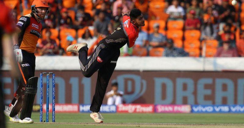 16 साल के प्रयास रॉय बर्मन गेंदबाजी करते हुए