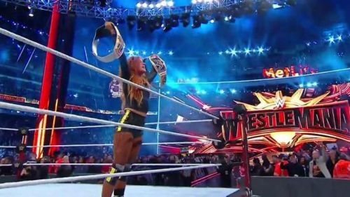 Becky Lynch became the Raw and SmackDown's Women's Champion