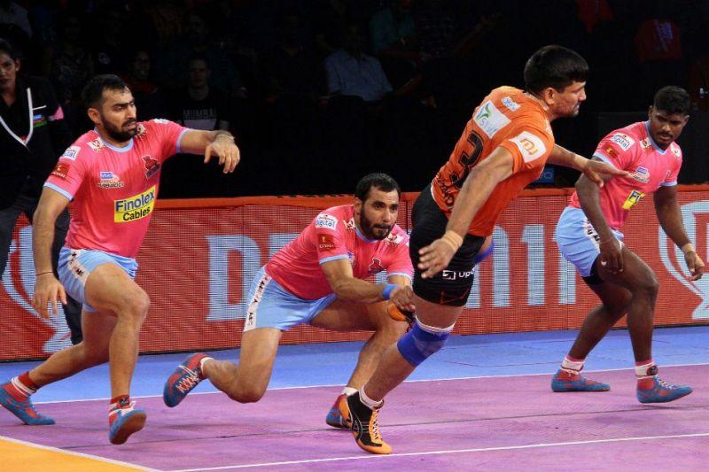 Sunil Siddhgavali (R) was in fine form for Jaipur last season