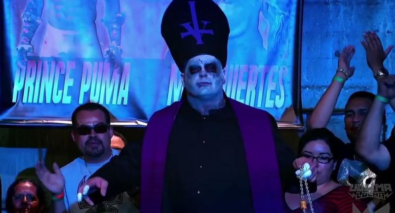 Vampiro on his way to a No DQ match with Pentagon Jr.