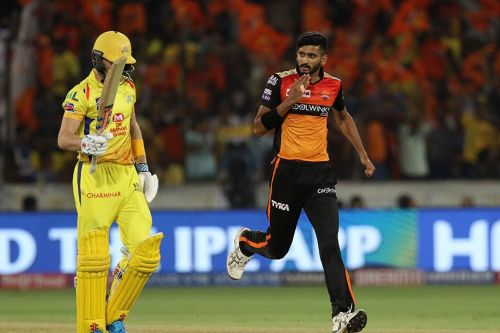 Billins walks back to the pavilion. (Image Courtesy: IPLT20)