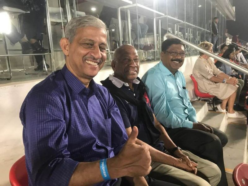 Flanked by hockey legends - MM Somaya (left) and Merwyn Fernandes (right)