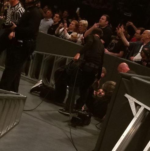 WWE के घायल कैमेरामैन सौ.-@VincentMichaels