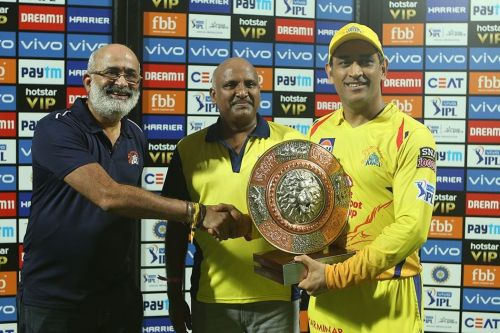 MS Dhoni receives the man of the match award (Image Courtesy: BCCI/IPLT20.COM)