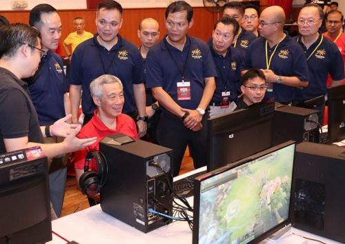 Prime Minister Lee Playing DOTA2 at the event