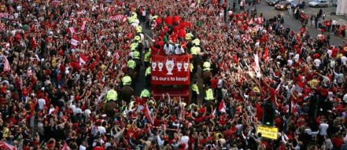 The 2005 trophy victory parade saw thousands gather to welcome their heroes home