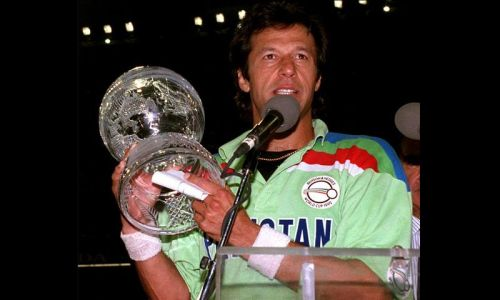 Imran Khan celebrates after lifting his maiden World Cup title in Melbourne