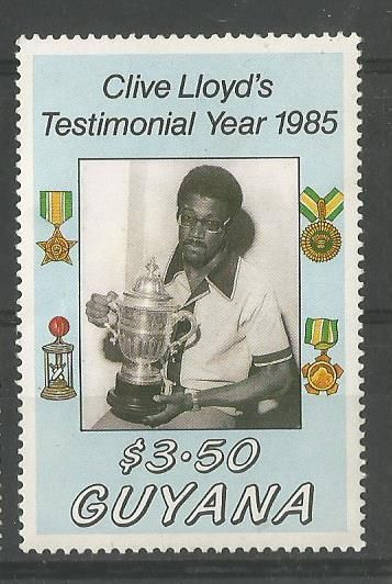 Clive lloyd with the Prudential Cup.