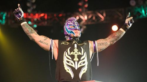 Will Rey Mysterio be the one getting his hand raised on Sunday night?