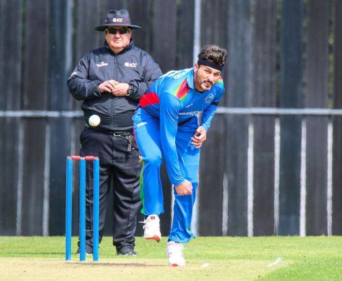 Aftab alam picks 3 wickets