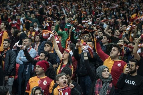 Fan Rivalry Continues At The 2018 Istanbul Derby