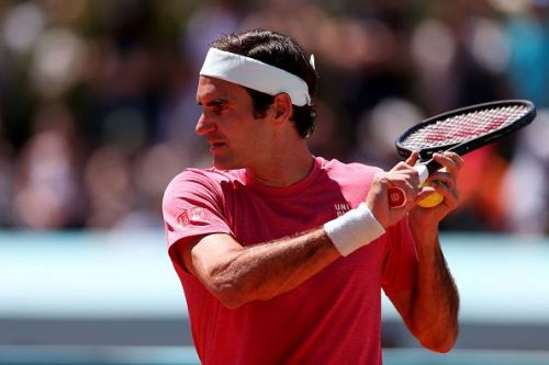 Roger Federer is back on clay!