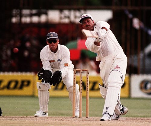 Zimbabwean David Houghton's assault on the Aussie bowlers stoked fears of a second upset over them in the World Cup 1983.