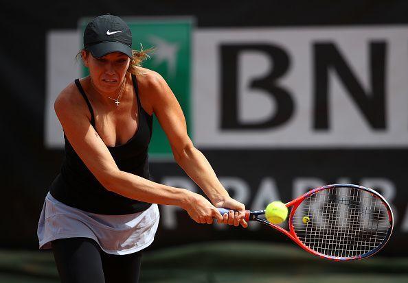 Danielle Collins played a tough first set but got the win via a retirement by Caroline Wozniacki