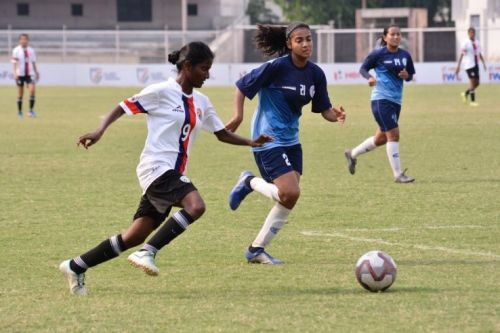 Bangalore United's Amsavalli Narayanan in a tussle for possession with Ishita Mankotia of Baroda Football Academy in the IWL