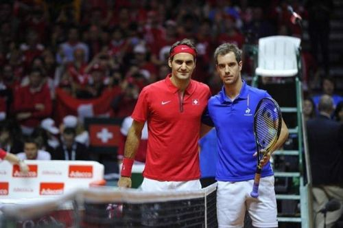 Roger Federer (left) and Richard Gasquet (right)