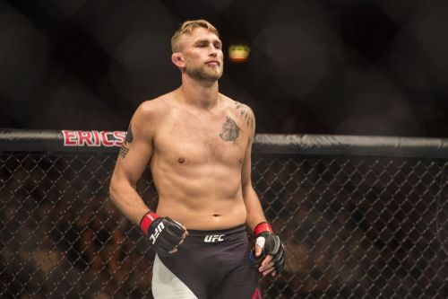 Alexander Gustafsson could use his range to take the fight to Anthony Smith