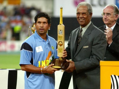 Sachin with his MOS Award in the 2003 World Cup.