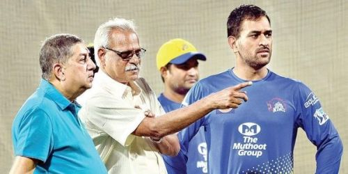 Chennai Super Kings CEO, Kasi Viswanthan with dhoni