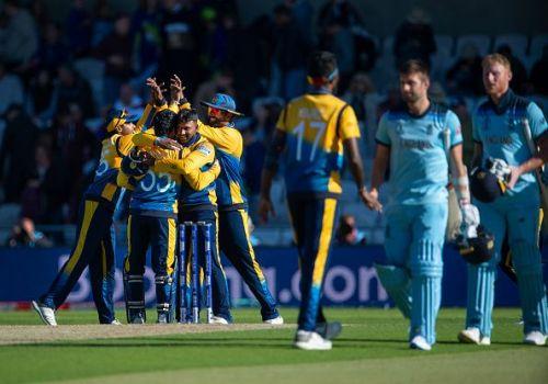 इंग्लैंड के खिलाफ जीत हासिल करने के बाद श्रीलंका की टीम
