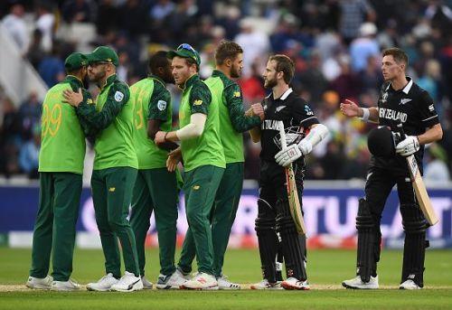 मैच खत्म होने के बाद दोनों टीमों के खिलाड़ी
