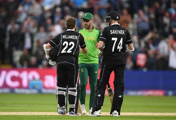 न्यूजीलैंड की जीत के बाद फाफ डू प्लेसी, केन विलियम्सन और मिचेल सैंटनर
