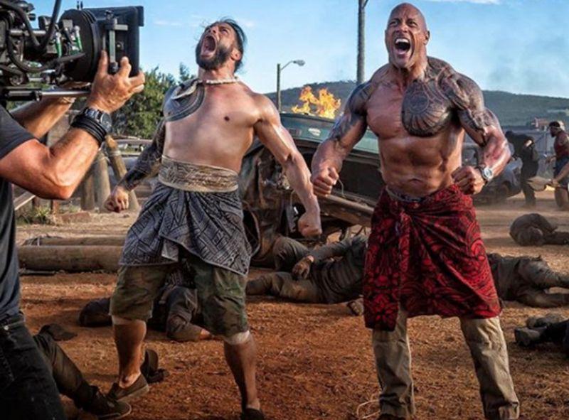 'हॉब्स  एंड शॉ' फिल्म के एक सीन में रोमन रेंस और द रॉक
