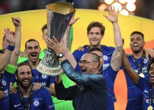 Maurizio Sarri with the Europa League trophy