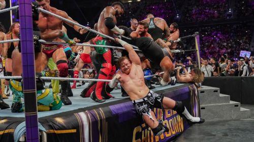 50 मैन बैटल रॉयल में लड़ते WWE सुपरस्टार्स