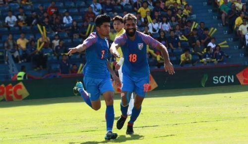 Thapa celebrates the goal with Balwant Singh
