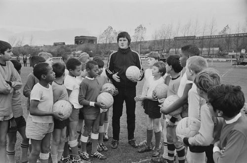 Knowles coaching local children after his departure from Wolves
