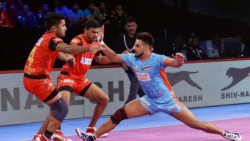 Maninder Singh is known for his innovative running hand touches and escapes.